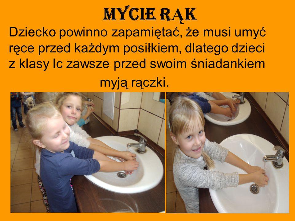 Mycie r Ą k Dziecko powinno zapamiętać, że musi umyć ręce przed każdym posiłkiem, dlatego dzieci z klasy Ic zawsze przed swoim śniadankiem myją rączki