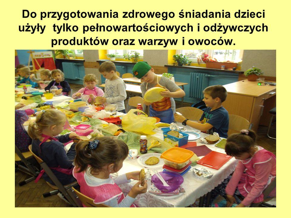 Do przygotowania zdrowego śniadania dzieci użyły tylko pełnowartościowych i odżywczych produktów oraz warzyw i owoców.