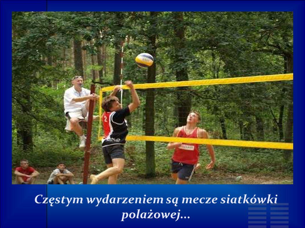 Częstym wydarzeniem są mecze siatkówki polażowej...