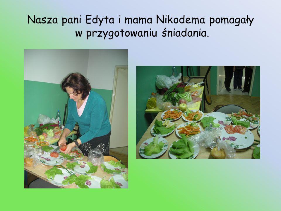 Nasza pani Edyta i mama Nikodema pomagały w przygotowaniu śniadania.