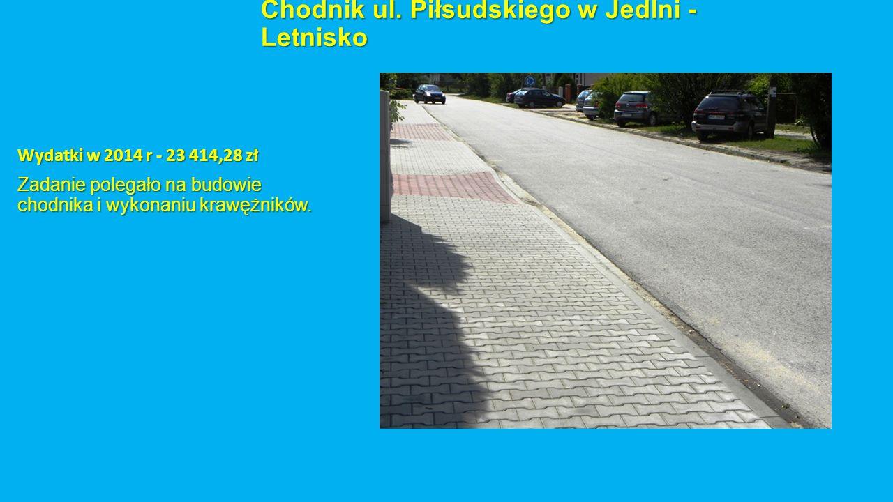 Chodnik ul. Piłsudskiego w Jedlni - Letnisko Wydatki w 2014 r - 23 414,28 zł Zadanie polegało na budowie chodnika i wykonaniu krawężników.