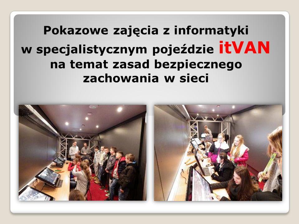 Pokazowe zajęcia z informatyki w specjalistycznym pojeździe itVAN na temat zasad bezpiecznego zachowania w sieci