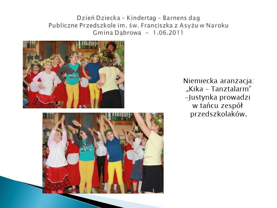 """Niemiecka aranżacja: """"Kika – Tanztalarm -Justynka prowadzi w tańcu zespół przedszkolaków."""