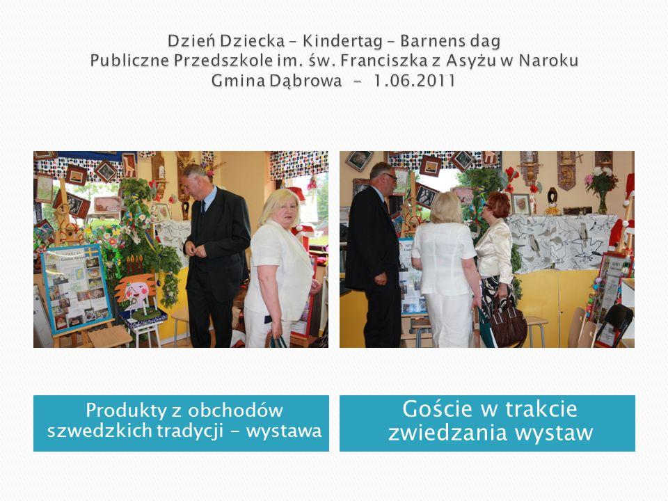 Produkty z obchodów szwedzkich tradycji - wystawa Goście w trakcie zwiedzania wystaw