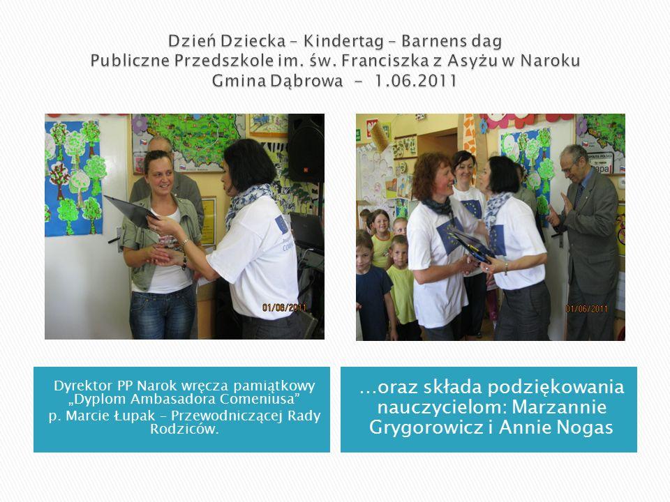 """Dyrektor PP Narok wręcza pamiątkowy """"Dyplom Ambasadora Comeniusa p."""