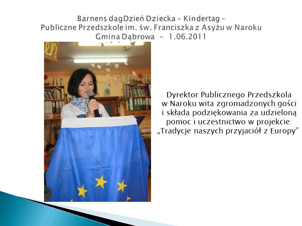 """Dyrektor Publicznego Przedszkola w Naroku wita zgromadzonych gości i składa podziękowania za udzieloną pomoc i uczestnictwo w projekcie: """"Tradycje naszych przyjaciół z Europy"""