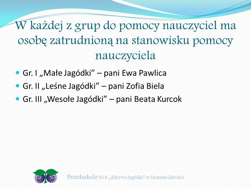 """W ka ż dej z grup do pomocy nauczyciel ma osob ę zatrudnion ą na stanowisku pomocy nauczyciela Gr. I """"Małe Jagódki"""" – pani Ewa Pawlica Gr. II """"Leśne J"""