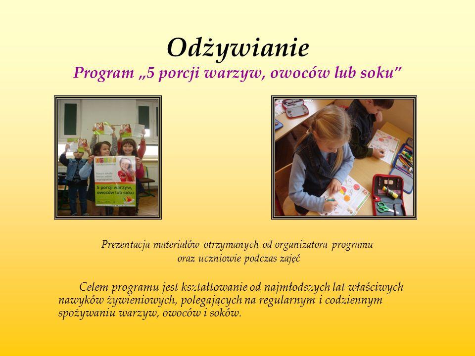 """Odżywianie Program """"5 porcji warzyw, owoców lub soku"""" Prezentacja materiałów otrzymanych od organizatora programu oraz uczniowie podczas zajęć Celem p"""