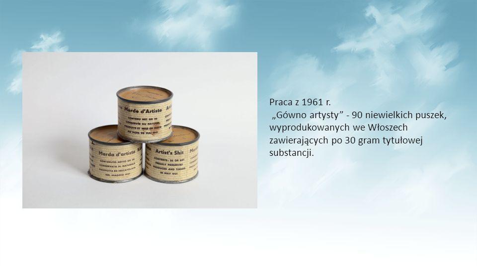"""Praca z 1961 r. """"Gówno artysty"""" - 90 niewielkich puszek, wyprodukowanych we Włoszech zawierających po 30 gram tytułowej substancji."""