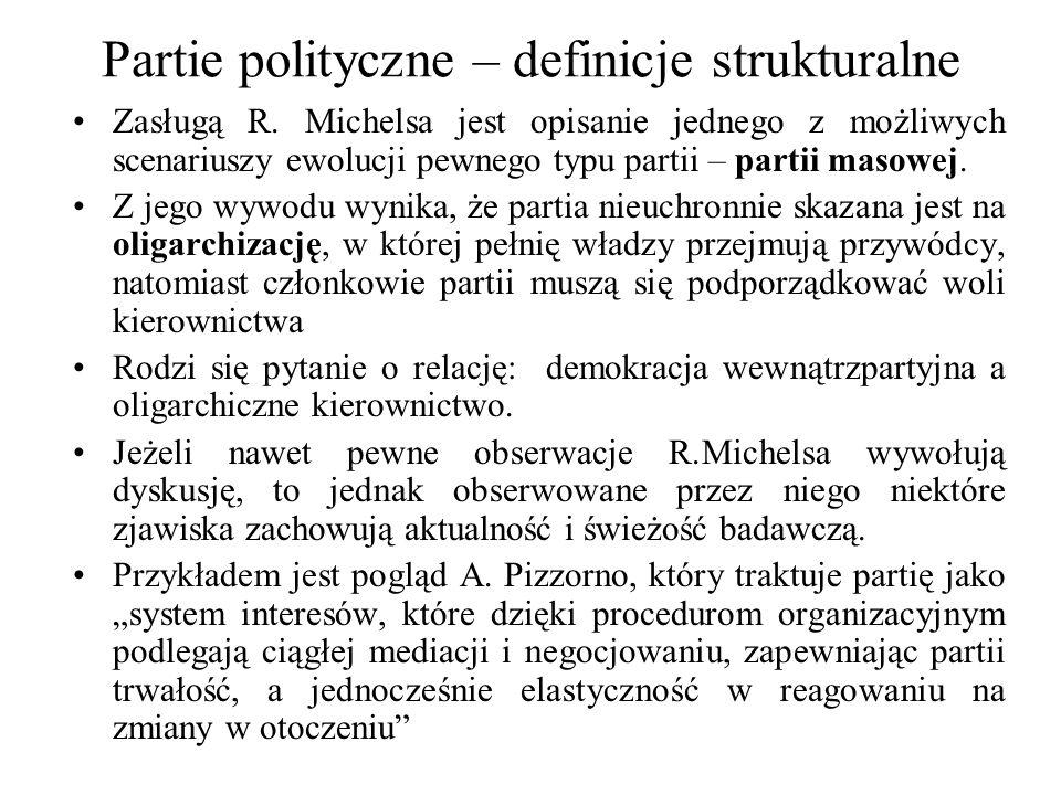 Partie polityczne – definicje strukturalne Zasługą R. Michelsa jest opisanie jednego z możliwych scenariuszy ewolucji pewnego typu partii – partii mas