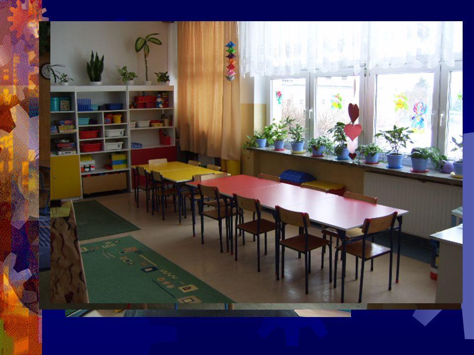 Świetlica Dzieci mają do dyspozycji dwie sale z kącikami do:  zabaw,  wypoczynku,  nauki,  pracy twórczej.