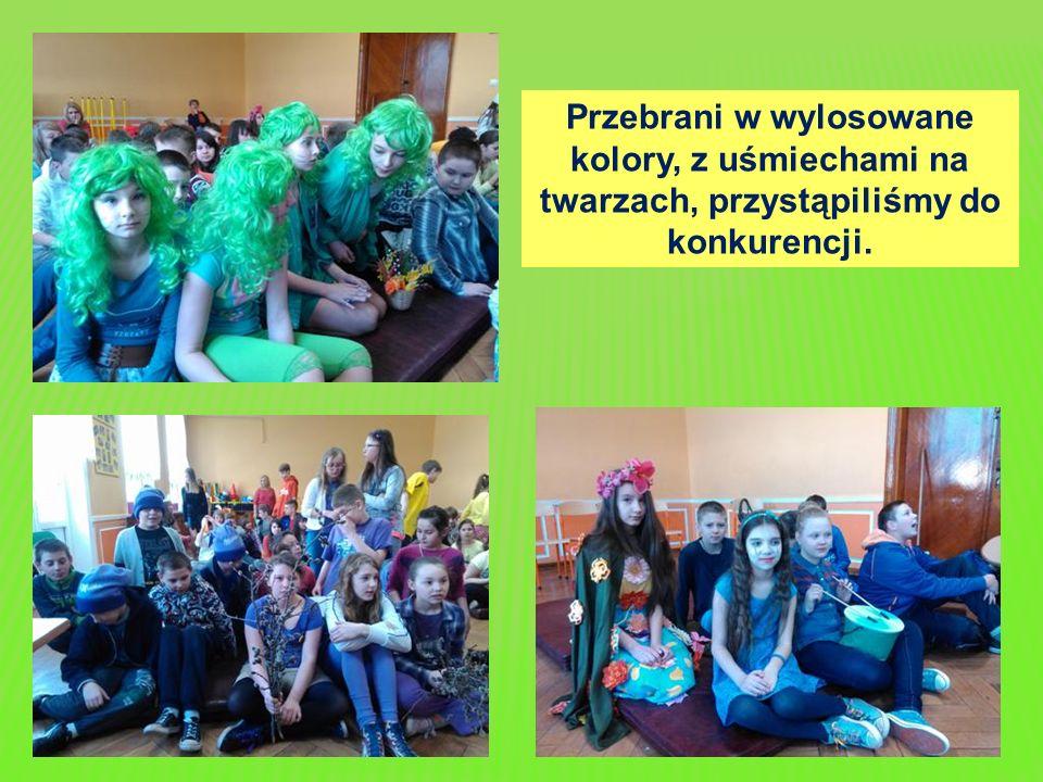 Przebrani w wylosowane kolory, z uśmiechami na twarzach, przystąpiliśmy do konkurencji.