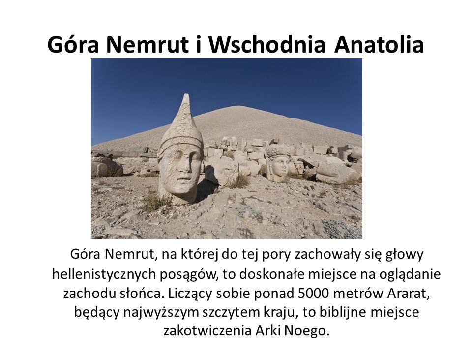 Góra Nemrut i Wschodnia Anatolia Góra Nemrut, na której do tej pory zachowały się głowy hellenistycznych posągów, to doskonałe miejsce na oglądanie zachodu słońca.
