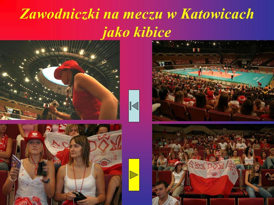 Zawodniczki na meczu w Katowicach jako kibice