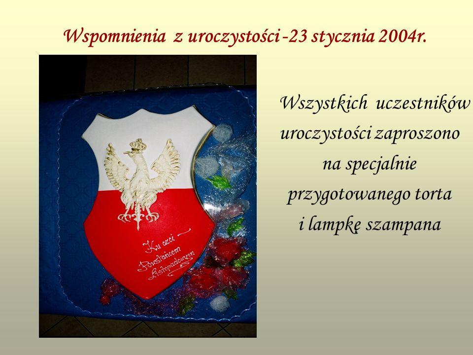 Wspomnienia z uroczystości -23 stycznia 2004r. Wszystkich uczestników uroczystości zaproszono na specjalnie przygotowanego torta i lampkę szampana