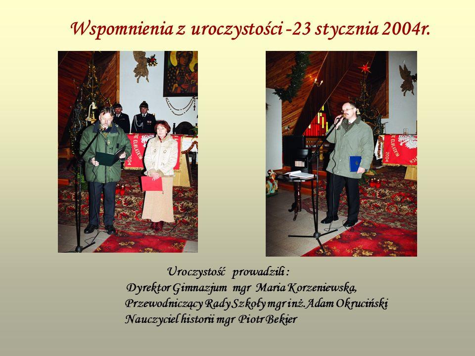 Wspomnienia z uroczystości -23 stycznia 2004r. Uroczystość prowadzili : Dyrektor Gimnazjum mgr Maria Korzeniewska, Przewodniczący Rady Szkoły mgr inż.