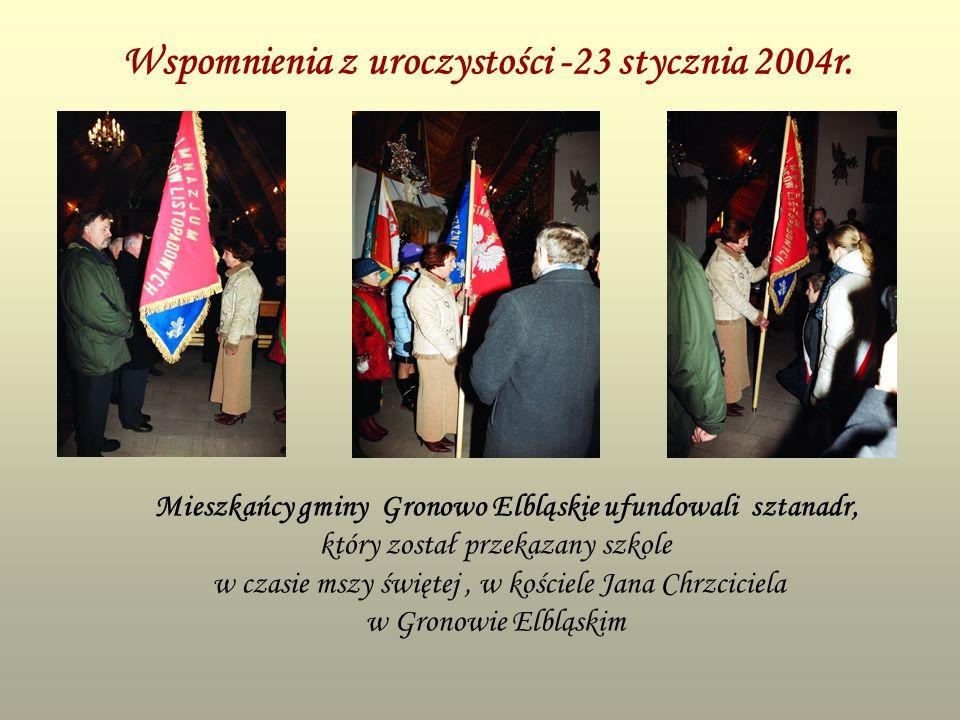 Wspomnienia z uroczystości -23 stycznia 2004r. Mieszkańcy gminy Gronowo Elbląskie ufundowali sztanadr, który został przekazany szkole w czasie mszy św