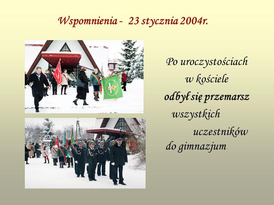 Wspomnienia - 23 stycznia 2004r. Po uroczystościach w kościele odbył się przemarsz wszystkich uczestników do gimnazjum
