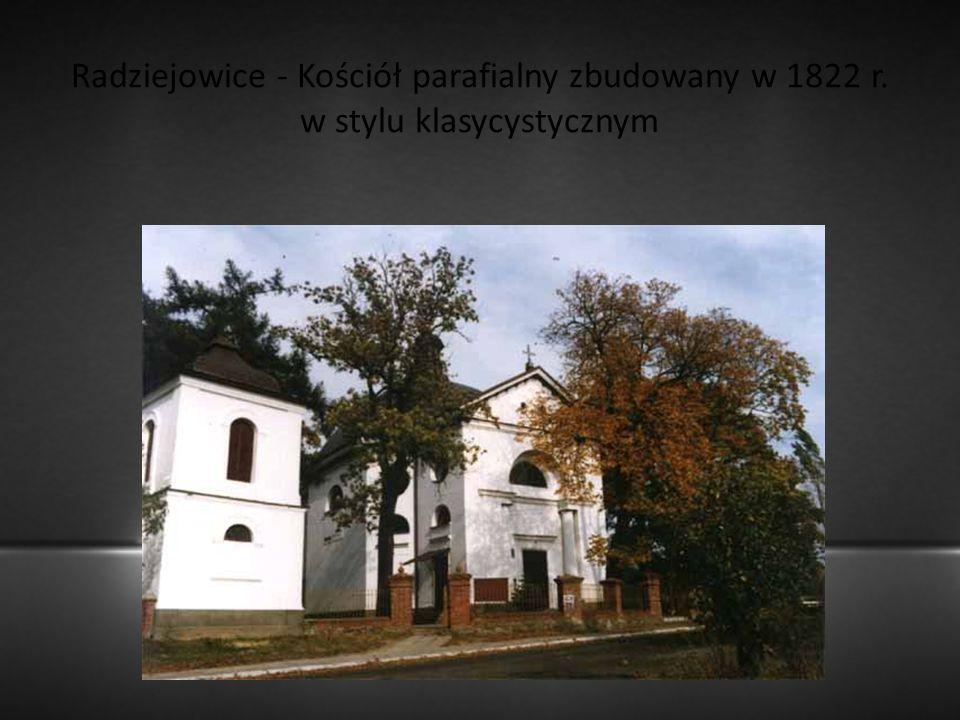 Radziejowice - Kościół parafialny zbudowany w 1822 r. w stylu klasycystycznym