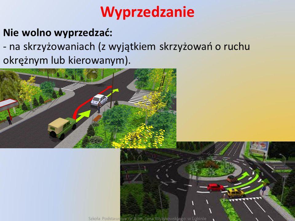 Wyprzedzanie Nie wolno wyprzedzać: - na skrzyżowaniach (z wyjątkiem skrzyżowań o ruchu okrężnym lub kierowanym).