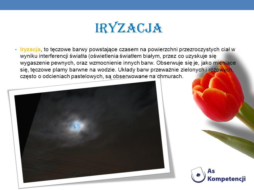Iryzacja Iryzacja, to tęczowe barwy powstające czasem na powierzchni przezroczystych ciał w wyniku interferencji światła (oświetlenia światłem białym, przez co uzyskuje się wygaszenie pewnych, oraz wzmocnienie innych barw.