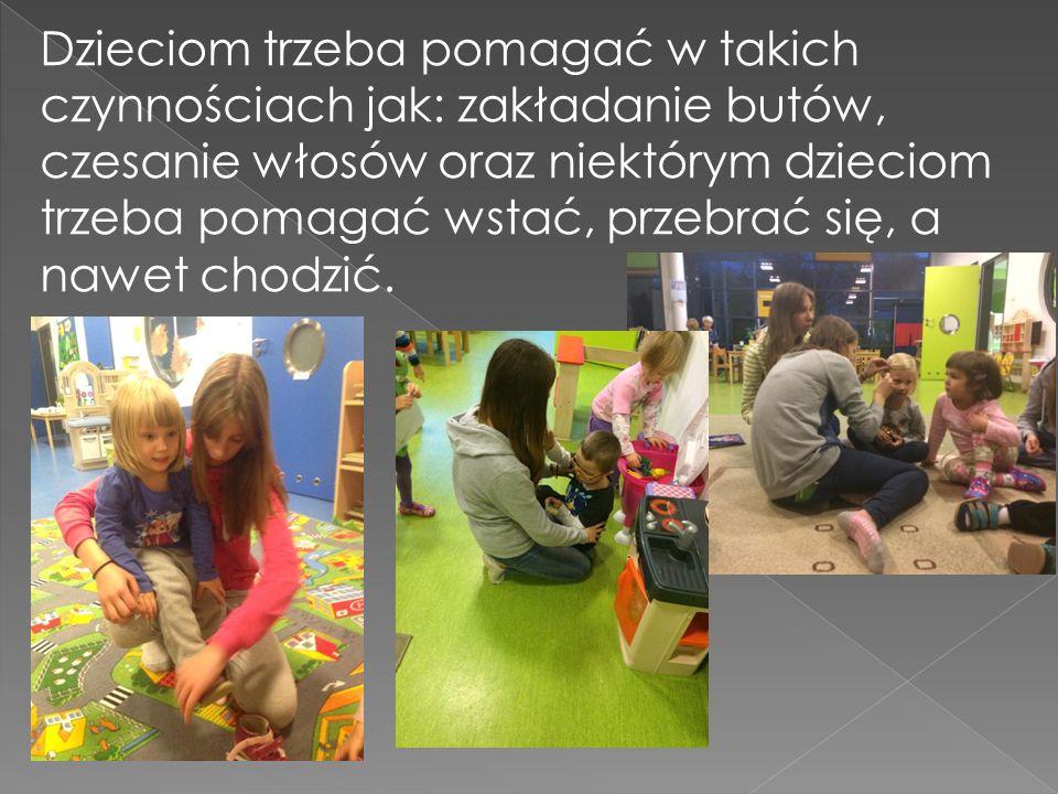 Dzieciom trzeba pomagać w takich czynnościach jak: zakładanie butów, czesanie włosów oraz niektórym dzieciom trzeba pomagać wstać, przebrać się, a naw