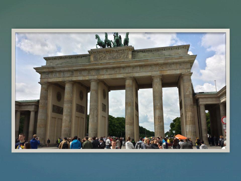 Reichstag  Budynek Reichstagu, ukończony 5 grudnia 1894, od 1998, po odbudowie i przebudowie budynku (arch.