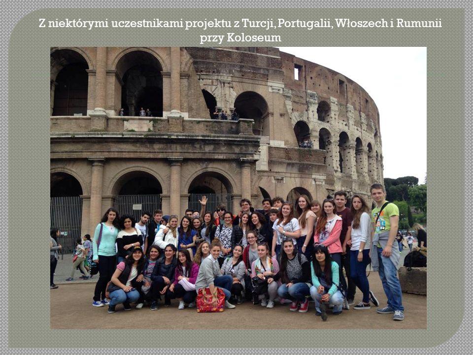 Z niektórymi uczestnikami projektu z Turcji, Portugalii, W ł oszech i Rumunii przy Koloseum