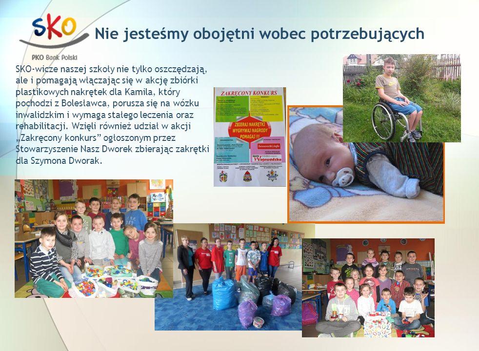 Nie jesteśmy obojętni wobec potrzebujących SKO-wicze naszej szkoły nie tylko oszczędzają, ale i pomagają włączając się w akcję zbiórki plastikowych nakrętek dla Kamila, który pochodzi z Bolesławca, porusza się na wózku inwalidzkim i wymaga stałego leczenia oraz rehabilitacji.