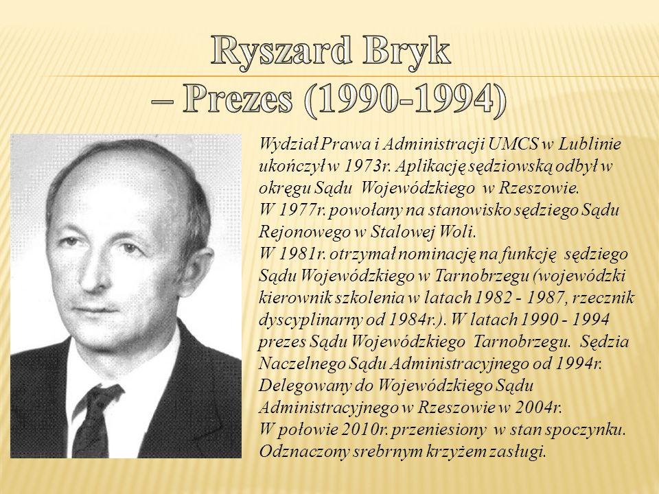 Wydział Prawa i Administracji UMCS w Lublinie ukończył w 1973r.
