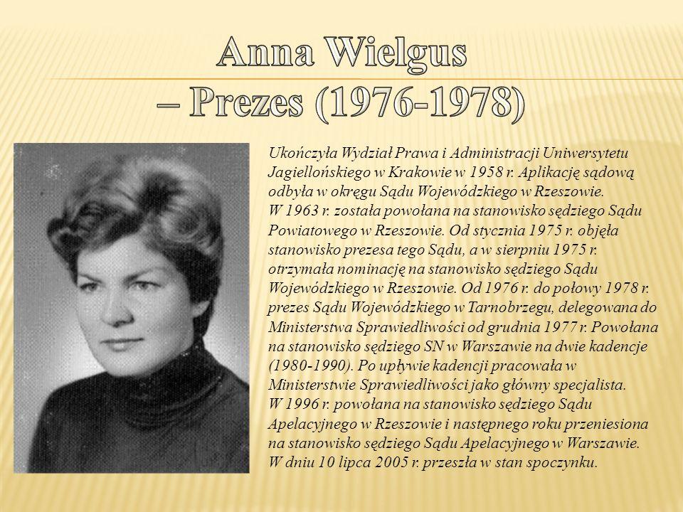 Ukończyła Wydział Prawa i Administracji Uniwersytetu Jagiellońskiego w Krakowie w 1958 r. Aplikację sądową odbyła w okręgu Sądu Wojewódzkiego w Rzeszo