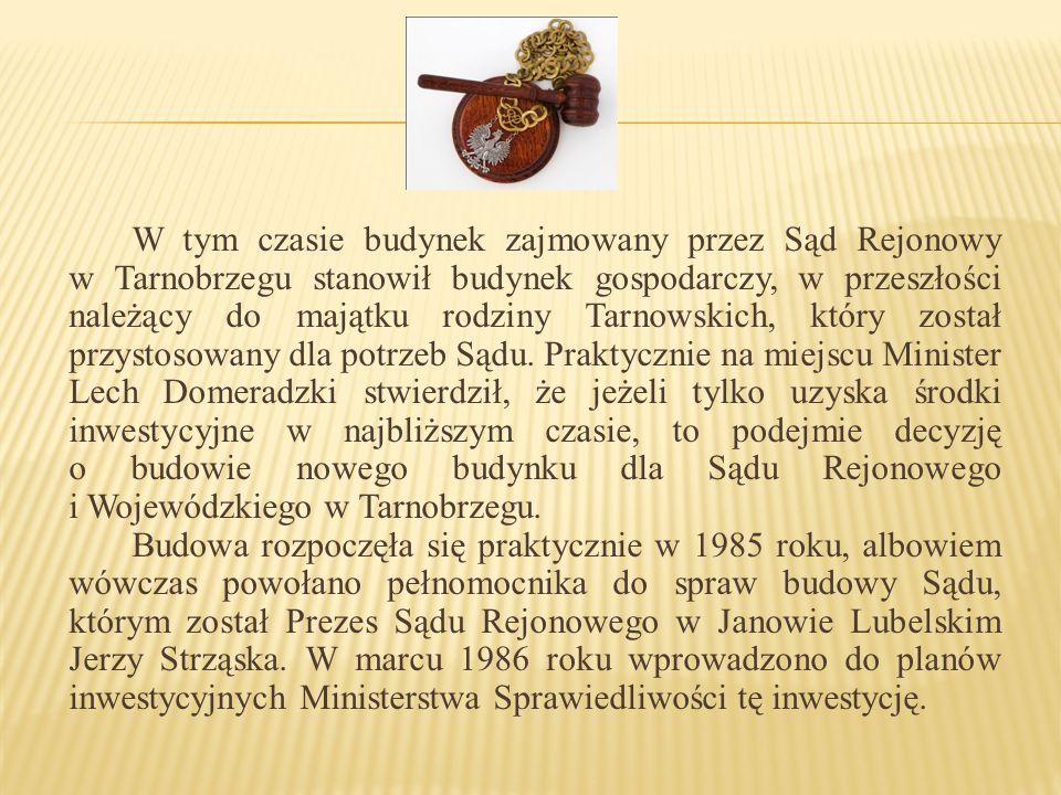 W tym czasie budynek zajmowany przez Sąd Rejonowy w Tarnobrzegu stanowił budynek gospodarczy, w przeszłości należący do majątku rodziny Tarnowskich, który został przystosowany dla potrzeb Sądu.