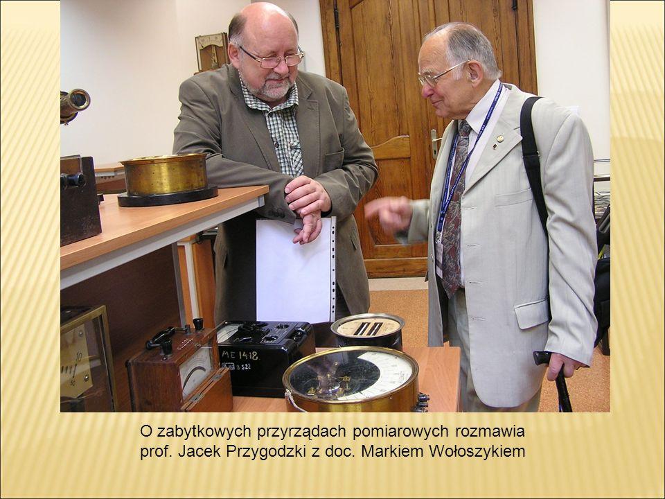 O zabytkowych przyrządach pomiarowych rozmawia prof. Jacek Przygodzki z doc. Markiem Wołoszykiem