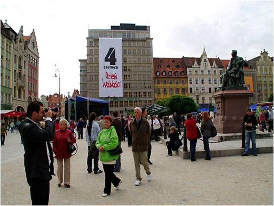 Niezwykły pokaz we Wrocławiu. We Wrocławiu postanowiono uczcić 20.