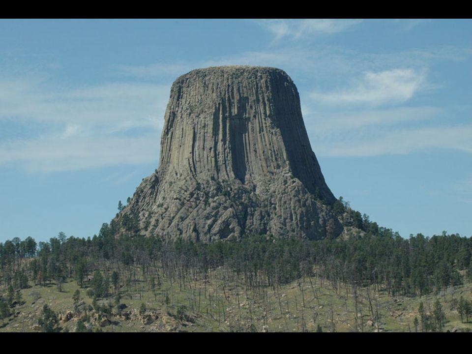Z geologicznego punktu widzenia wynika, że widoczna struktura wyłoniła się podczas wysuwania się góry z głębi ziemi, pozostałe charakterystyczne kształty powstały na skutek erozji wiatru i wody.