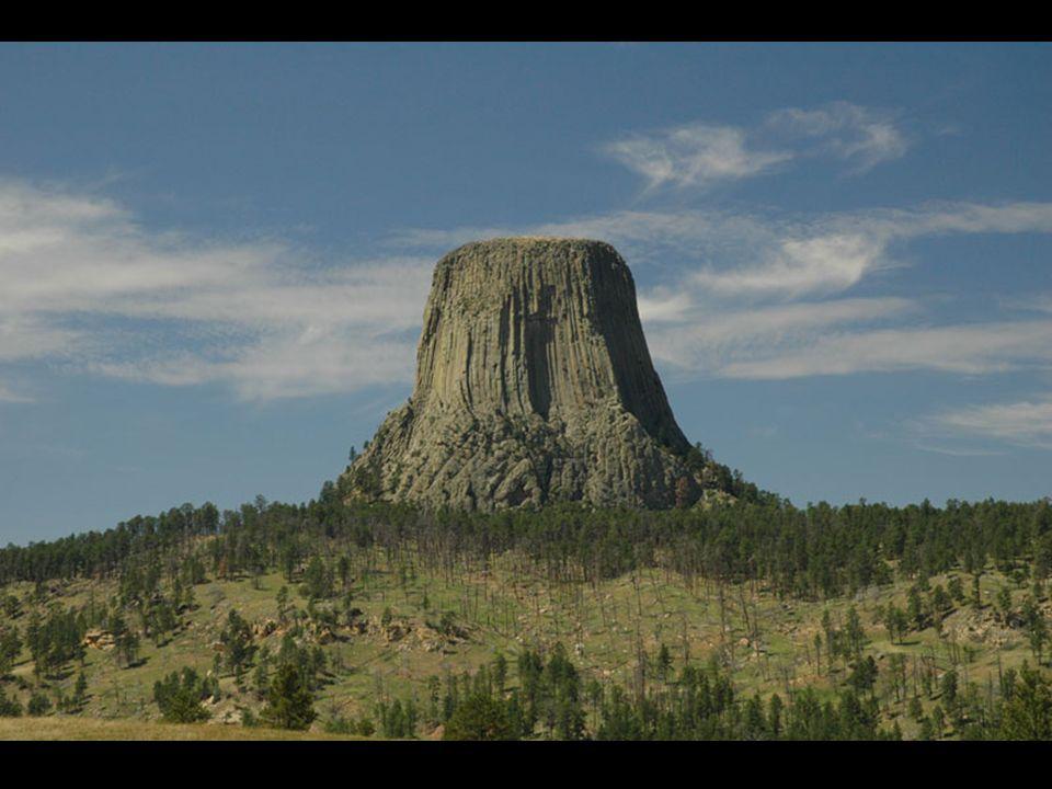 W górnej części Devil s Tower jest całkowicie płaska, choć nie ma zbyt wielu zdjęć aby to pokazać.