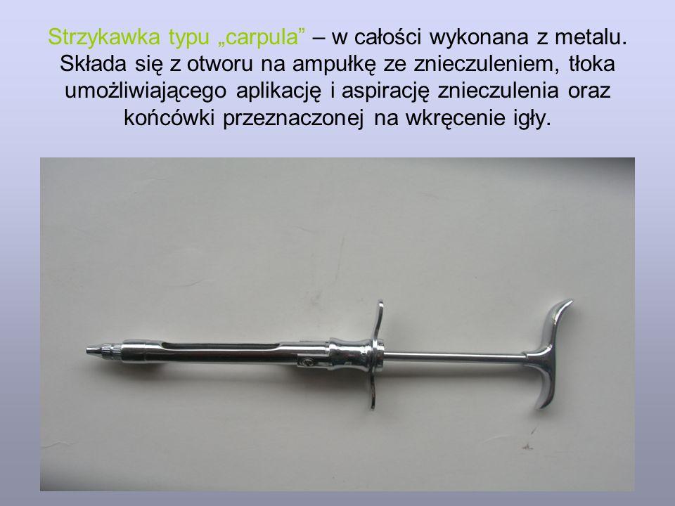 """Strzykawka typu """"carpula"""" – w całości wykonana z metalu. Składa się z otworu na ampułkę ze znieczuleniem, tłoka umożliwiającego aplikację i aspirację"""