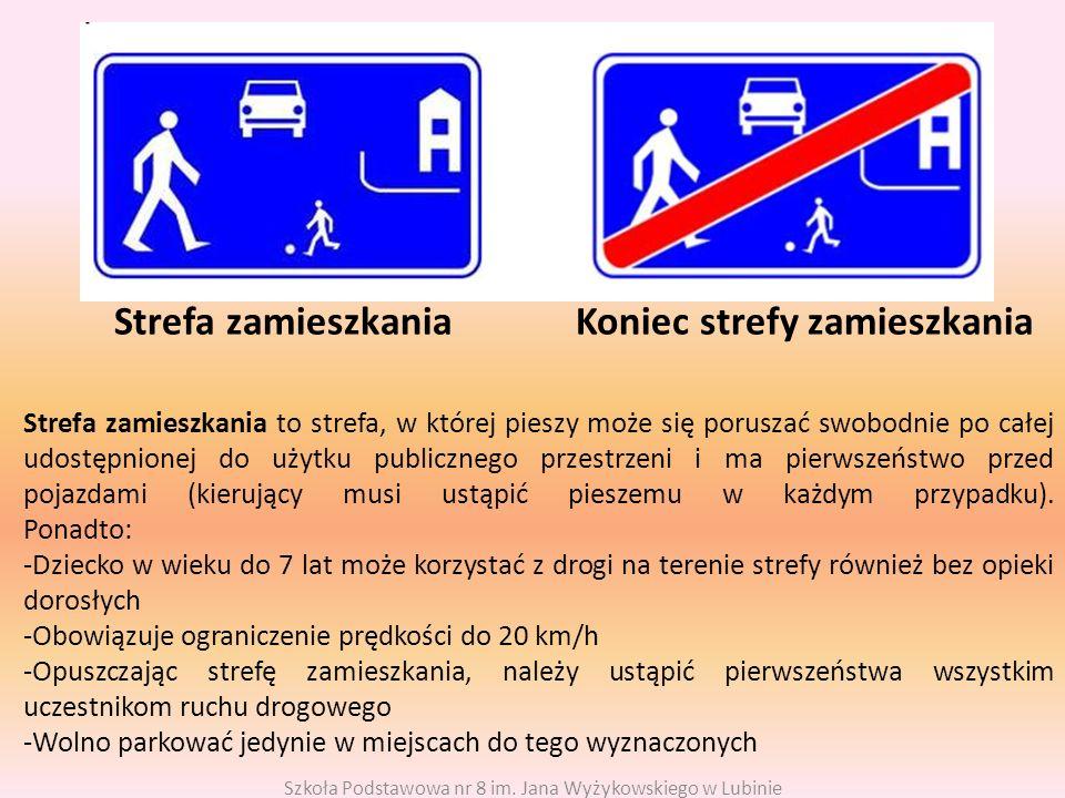 Strefa zamieszkania Koniec strefy zamieszkania Strefa zamieszkania to strefa, w której pieszy może się poruszać swobodnie po całej udostępnionej do użytku publicznego przestrzeni i ma pierwszeństwo przed pojazdami (kierujący musi ustąpić pieszemu w każdym przypadku).