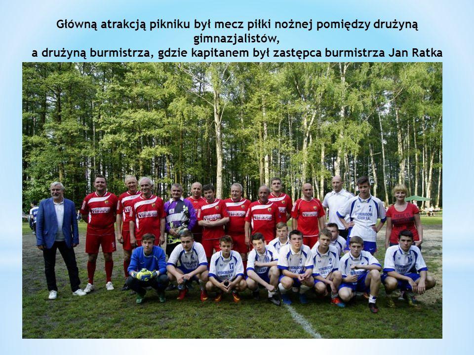 Główną atrakcją pikniku był mecz piłki nożnej pomiędzy drużyną gimnazjalistów, a drużyną burmistrza, gdzie kapitanem był zastępca burmistrza Jan Ratka
