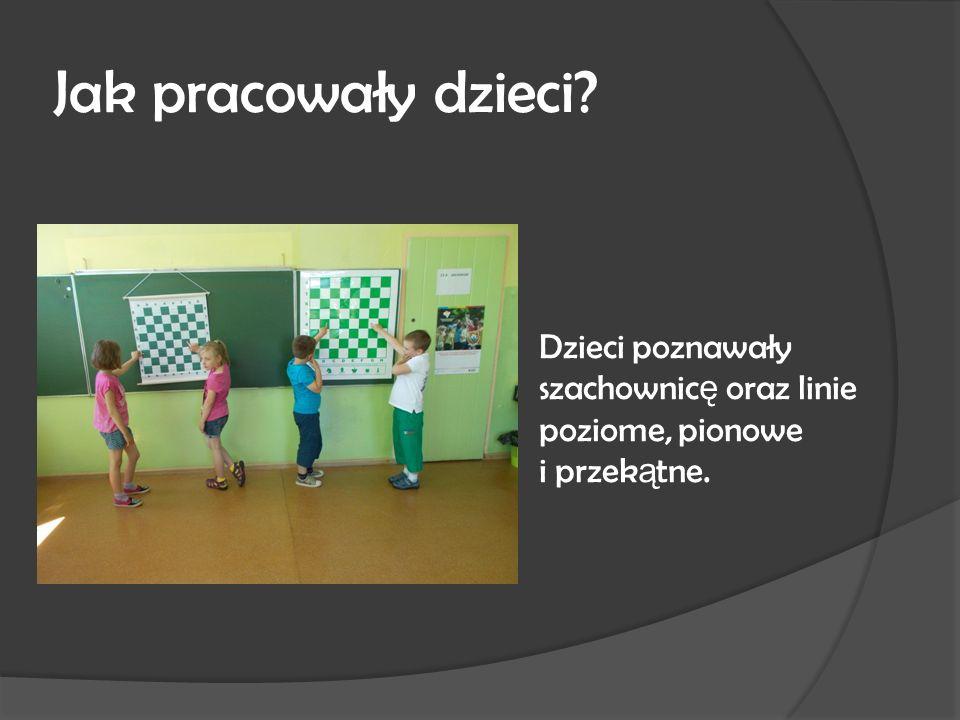 Jak pracowały dzieci Dzieci poznawały szachownic ę oraz linie poziome, pionowe i przek ą tne.