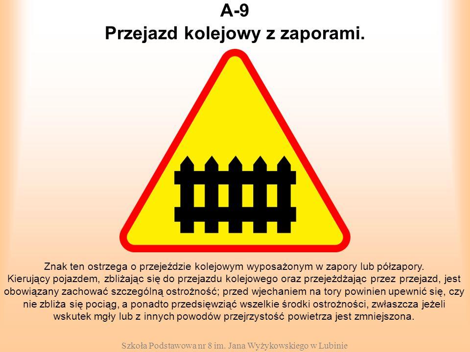 Szkoła Podstawowa nr 8 im. Jana Wyżykowskiego w Lubinie A-9 Znak ten ostrzega o przejeździe kolejowym wyposażonym w zapory lub półzapory. Kierujący po