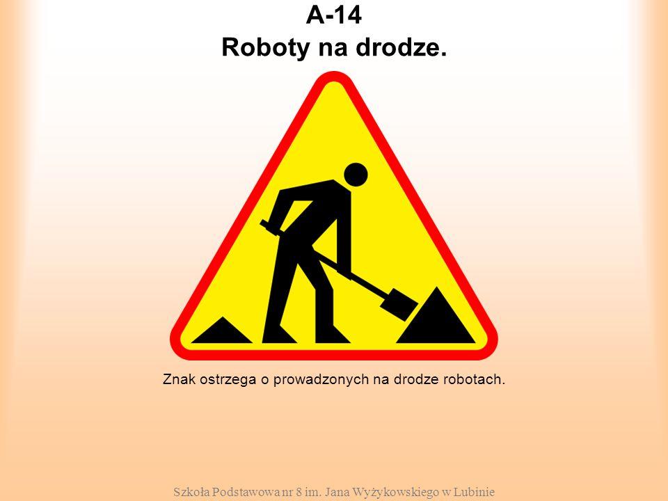 Szkoła Podstawowa nr 8 im. Jana Wyżykowskiego w Lubinie A-14 Znak ostrzega o prowadzonych na drodze robotach. Roboty na drodze.