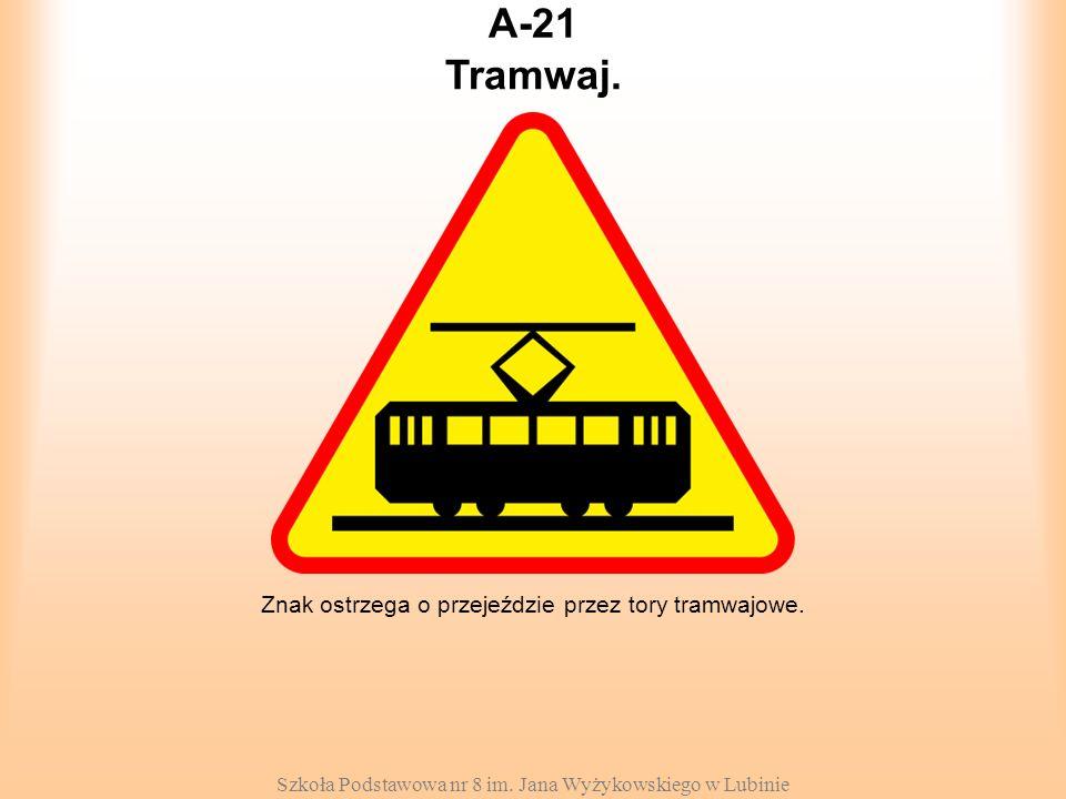 Szkoła Podstawowa nr 8 im. Jana Wyżykowskiego w Lubinie A-21 Znak ostrzega o przejeździe przez tory tramwajowe. Tramwaj.