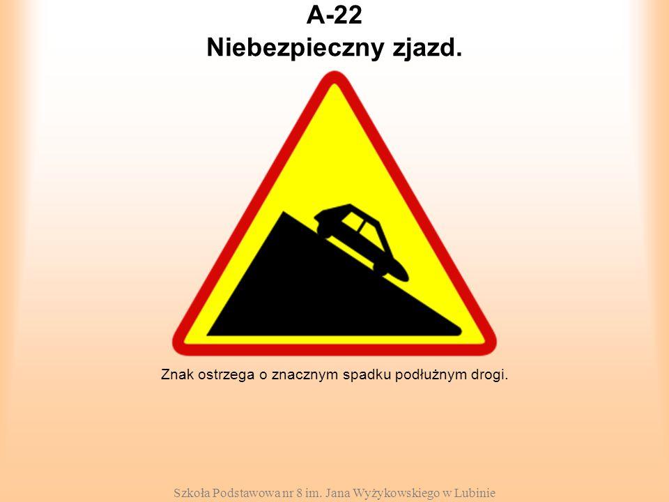Szkoła Podstawowa nr 8 im. Jana Wyżykowskiego w Lubinie A-22 Znak ostrzega o znacznym spadku podłużnym drogi. Niebezpieczny zjazd.