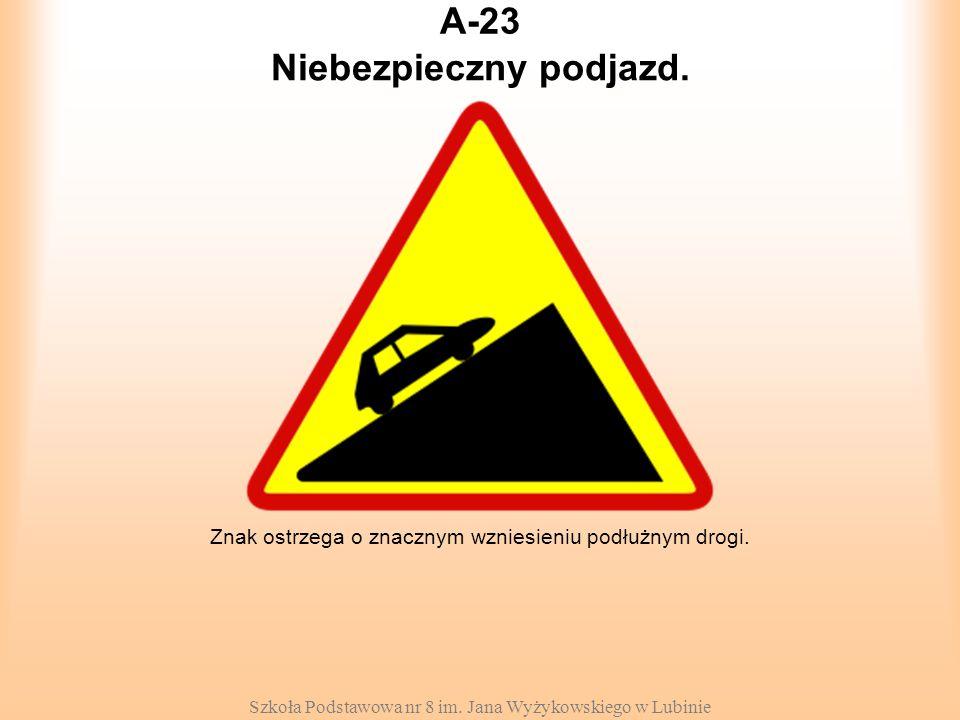 Szkoła Podstawowa nr 8 im. Jana Wyżykowskiego w Lubinie A-23 Znak ostrzega o znacznym wzniesieniu podłużnym drogi. Niebezpieczny podjazd.