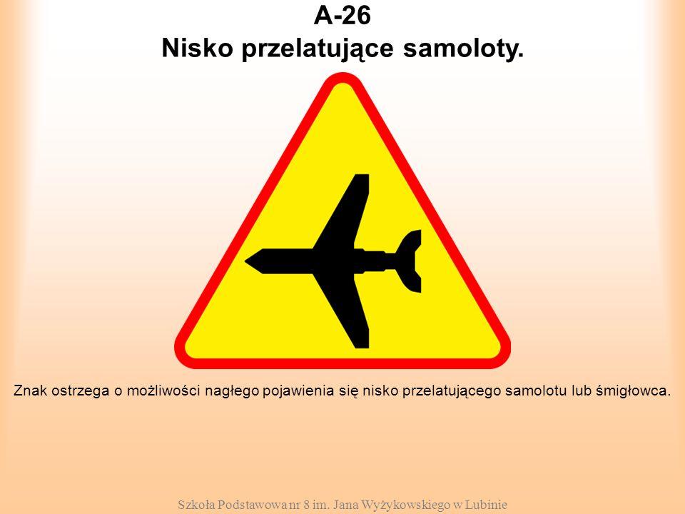Szkoła Podstawowa nr 8 im. Jana Wyżykowskiego w Lubinie A-26 Znak ostrzega o możliwości nagłego pojawienia się nisko przelatującego samolotu lub śmigł