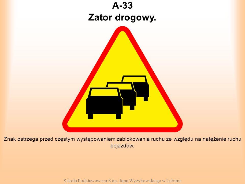Szkoła Podstawowa nr 8 im. Jana Wyżykowskiego w Lubinie A-33 Znak ostrzega przed częstym występowaniem zablokowania ruchu ze względu na natężenie ruch