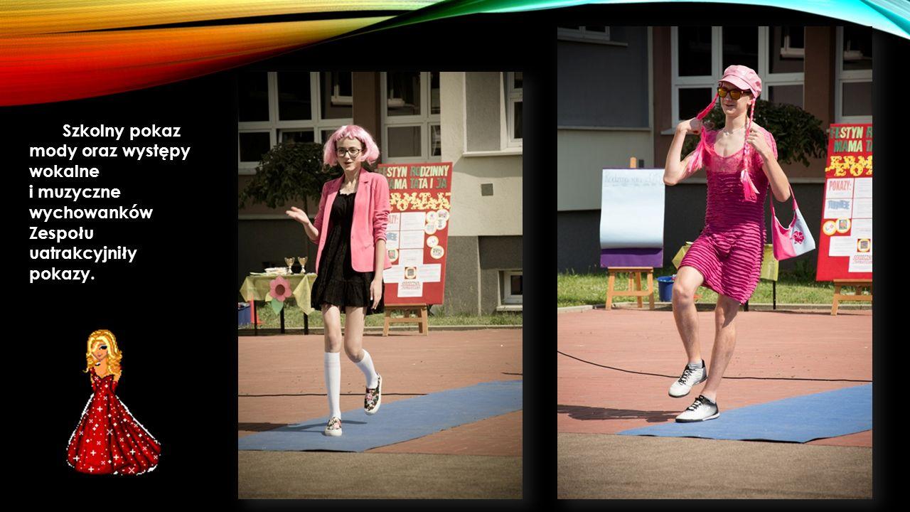 Szkolny pokaz mody oraz występy wokalne i muzyczne wychowanków Zespołu uatrakcyjniły pokazy.