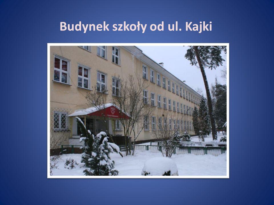 Budynek szkoły od ul. Kajki