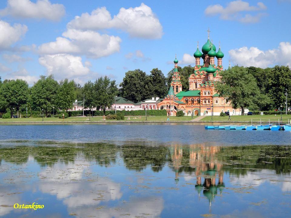 Moskwa Sobór błogosławionego Bazylego Moskwa Odbudowany Sobór Chrystusa Zbawiciela w Moskwie Kremlowskie Sobory Moskwa Sobór Izaaka Petersburg Petersb